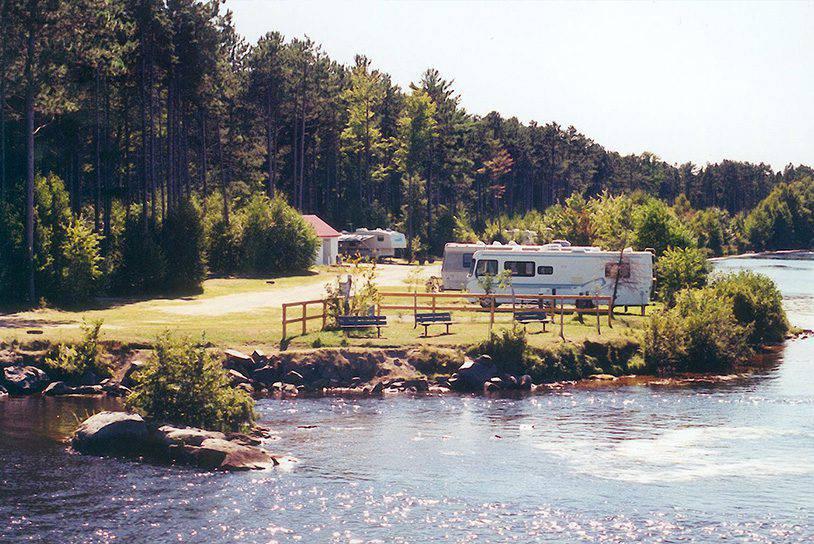 Parc_Ile_Melville_Camping_Bord_Eau